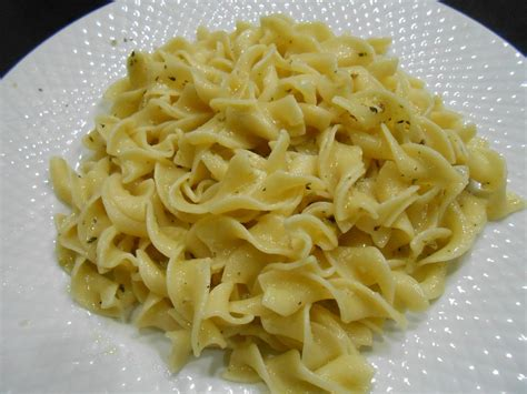 egg noodle recipe curts delectable creations 5 min garlic buttered parmesan egg noodle recipe