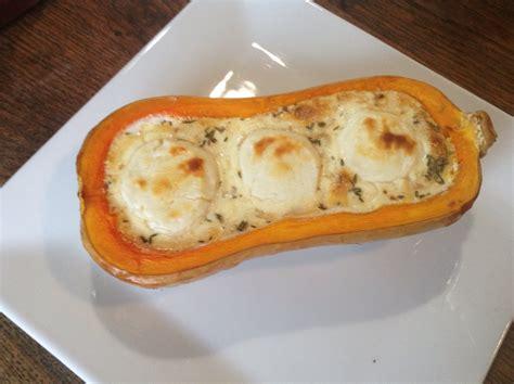 cuisiner un butternut butternut farcie au chèvre lardons et thym recettes de