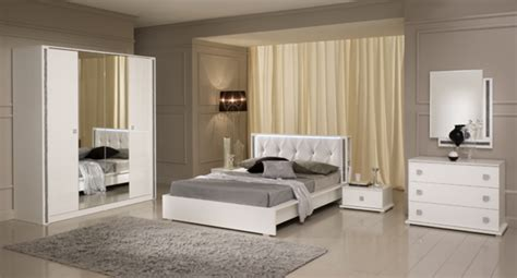 chambre a coucher mobilier de miroir tess chambre a coucher blanc brillant