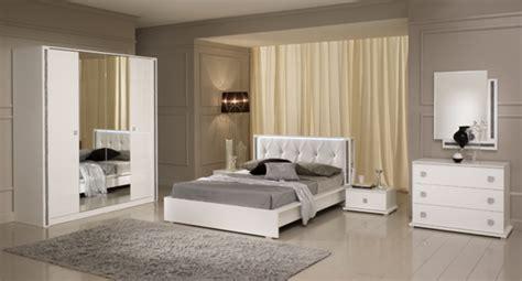 chambre à coucher ikea miroir tess chambre a coucher blanc brillant