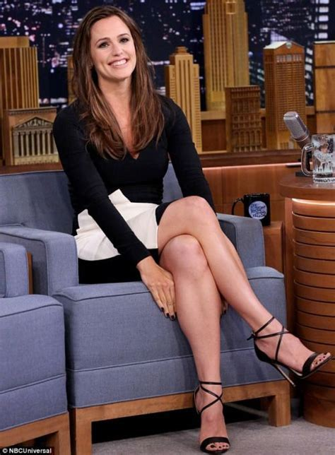Jennifer Garner Sexy Crossed Legs In A Mono Chrome Mini Dress And Strappy High Heels On The