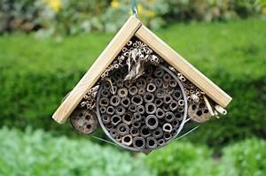 Bienenhotel Selber Bauen : insect hotel stock image image of bumblebee larva green 30957065 ~ A.2002-acura-tl-radio.info Haus und Dekorationen