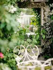 Spiegel Im Garten : deko ideen im garten leichte und m rchenhafte vorschl ge ~ Frokenaadalensverden.com Haus und Dekorationen