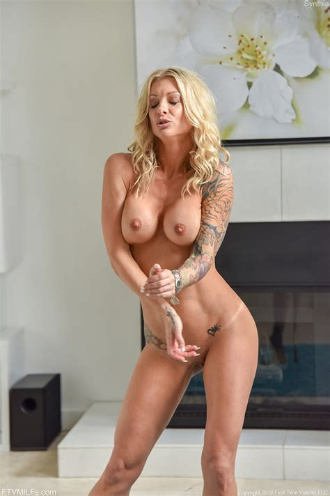 Cougar Synthia Fixx Toying And Vibrating Her Cunt 1 Of 1