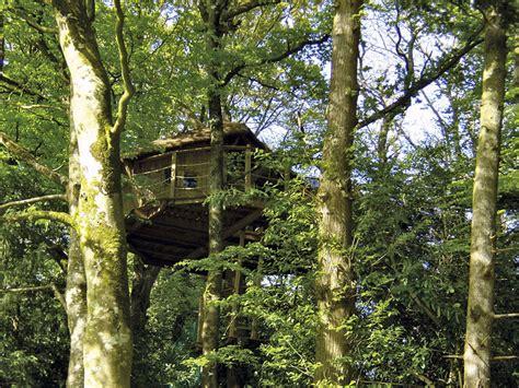 chambre d hotes troglodyte manoir du treuscoat cabane dans les arbres en bretagne