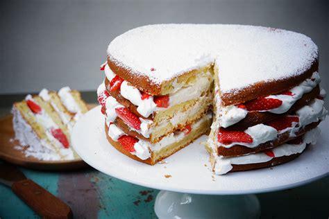 recette herve cuisine gâteau au yaourt facile façon layer cake aux fraises