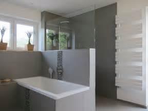 badezimmerfliesen fotos die besten 17 ideen zu graue badfliesen auf graue badezimmer dunkelgraue badezimmer