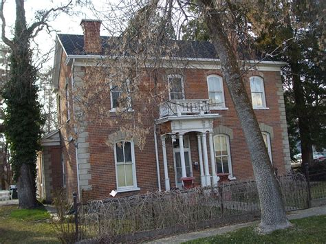 House Barnes by R Barnes House