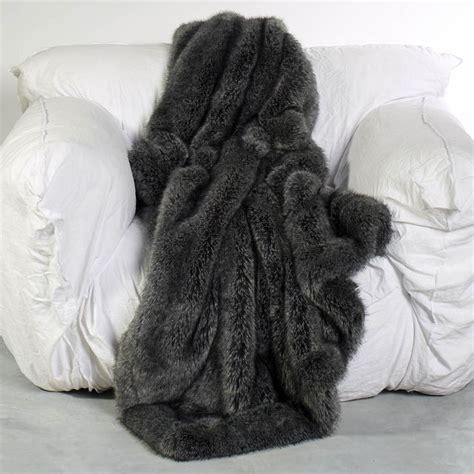 plaid fausse fourrure 60 best images about plaids et couvre lits en fausse fourrure on taupe nests and