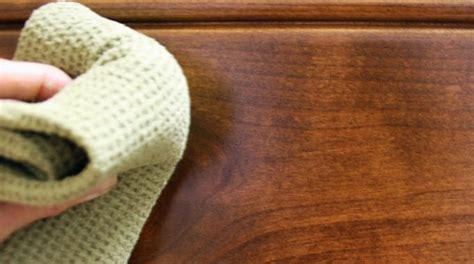 comment nettoyer la l astuce surprenante pour nettoyer facilement une table en
