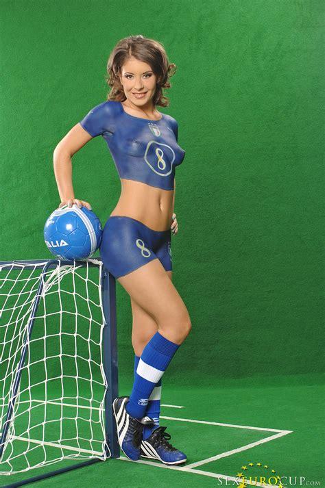 عکسهای سکسی از کاپیتان تیم فوتبال دختران ایتالیا مجله