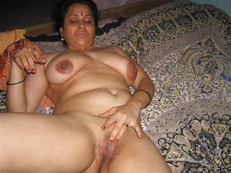 Horny Mallu Nude Tease Stripping Saree For Photos