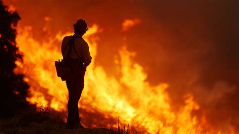 california wildfires thousands flee  valley  butte