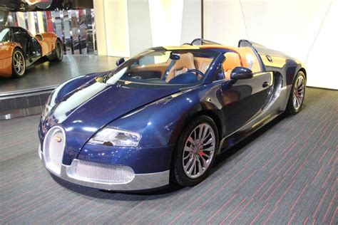 Bugatti Veyron Blue by Gorgeous Blue Carbon Fibre And Silver Bugatti Veyron Grand