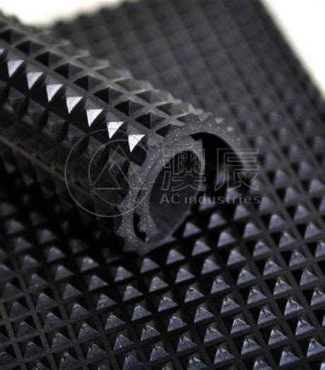 China 1320 Pyramid Rubber Sheet   Rubber Sheet Flooring