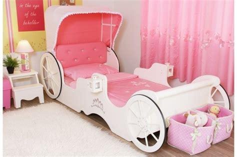 chambre carrosse le lit carrosse nous rappelle la magie de l 39 enfance