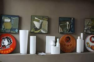 salon peinture taupe vase blanc decoration rouge et vert With mettre en peinture un mur