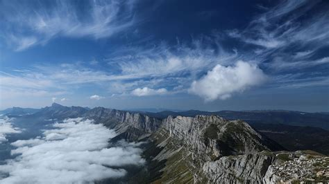 filepaysage montagne personnages mer de nuages grande