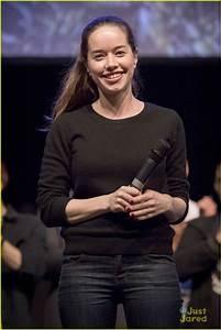 Anna Popplewell Makes Rare Appearance At MagicCon 2018