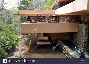 Frank Lloyd Wright Gebäude : ein blick auf die ber hmten fallingwater villa von der sp ten us architekten frank lloyd ~ Buech-reservation.com Haus und Dekorationen