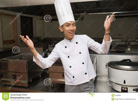 dans la cuisine de chef chinois dans la cuisine de restaurant photo stock