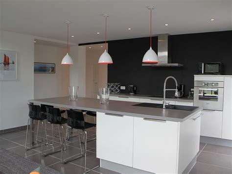 cuisine moderne blanc laqué decoration sol cuisine