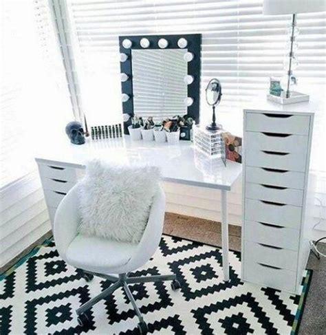 bureau maquilleuse 34 façons d 39 organiser votre makeup coiffeur maquillage