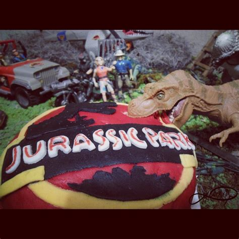 jurassic park cake via lorsa food ideas