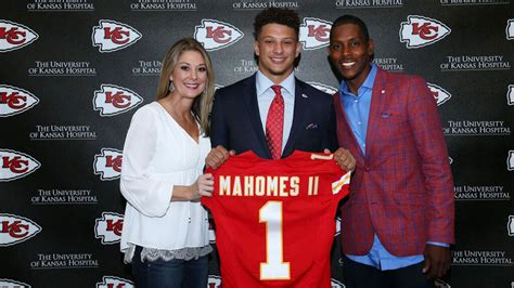 report chiefs rookie qb mahomes robbed  gunpoint