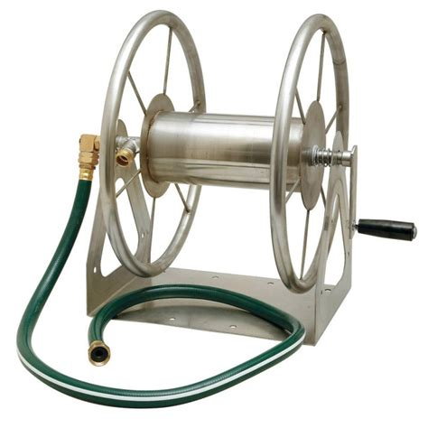 10 easy pieces crank hose reels gardenista