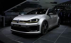 Golf R 400 : confirmed vw 39 s burly ass 395 hp golf r 400 will be built car and driver blog ~ Maxctalentgroup.com Avis de Voitures