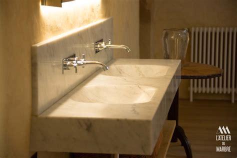 douche  vasque en marbre salle de bain dallage vasque