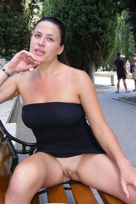 Amateur Russian Milf With Beautiful Face Loves To Flash