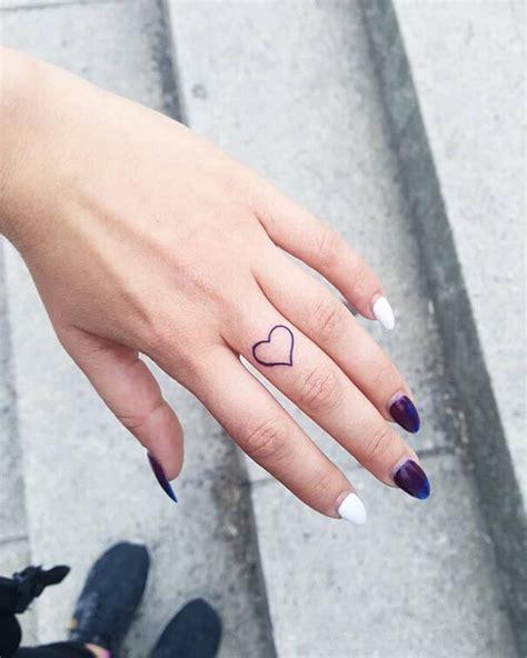 tatuaggi dita  esempi davvero stilosi  tatuaggi  dita
