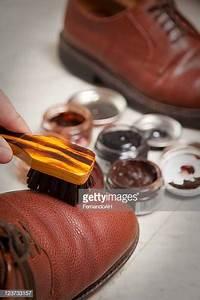 Cirer Des Chaussures : cirer des chaussures photos et images de collection getty images ~ Dode.kayakingforconservation.com Idées de Décoration