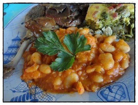 comment cuisiner des cuisses de canard confites mogettes à la tomate et cuisses de canard confites recette iterroir