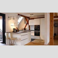 Dachgeschosseinbauküche Mit Quarzsteinarbeitsplatte