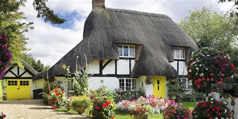 11 Photos Of English Country Cottages That Make Us Want