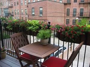 Balkon Ideen Für Kleine Balkone : blumenkasten f r balkon verwandeln sie ihren balkon in einen garten balkontisch kleine ~ Bigdaddyawards.com Haus und Dekorationen