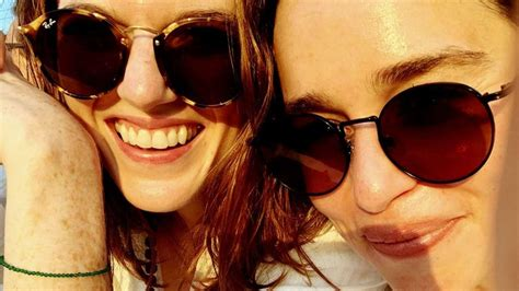 'Game of Thrones' Co-Stars Emilia Clarke and Rose Leslie ...