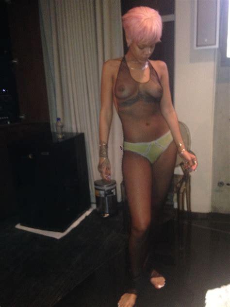 Rihanna Naked 23 Photos Thefappening