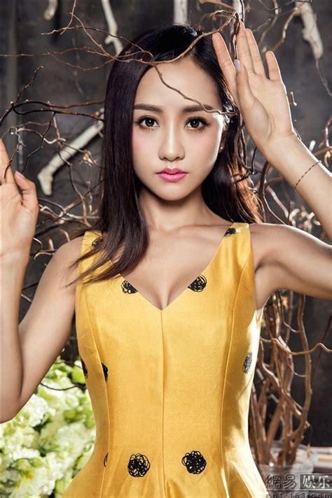 杨蓉最新质感写真曝光 身姿窈窕眉目含情_网易娱乐