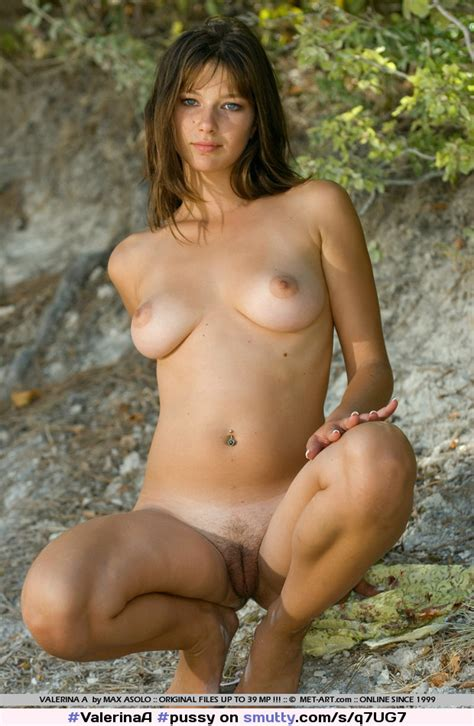 Pussy Shaved Naked Outdoors Trimmed Showingpussy Lickablepussy