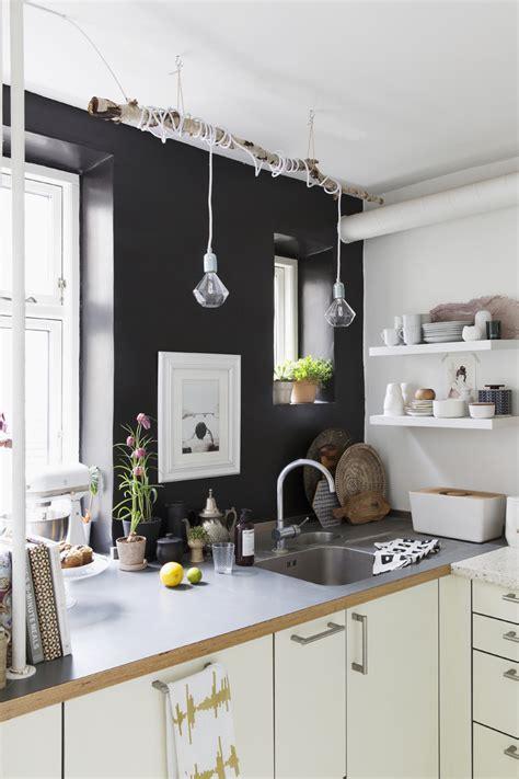 czarna ściana w kuchni kuchnia styl nowoczesny aranżacja i wystr 243 j wnętrz dom z pomysłem