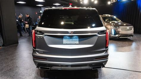 cadillac xt caddys   row crossover