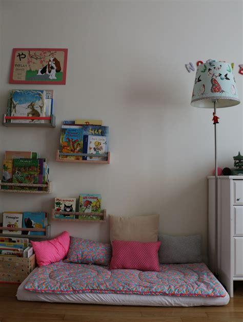 coin chambre coin lecture chambre enfant petit pan montessori chambre