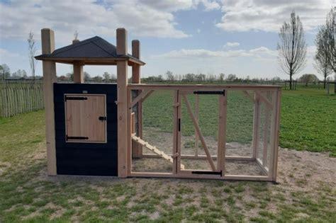 projecten van douglas timmerwerken   achtertuin kippenhokken timmerwerk kippenhok tuin