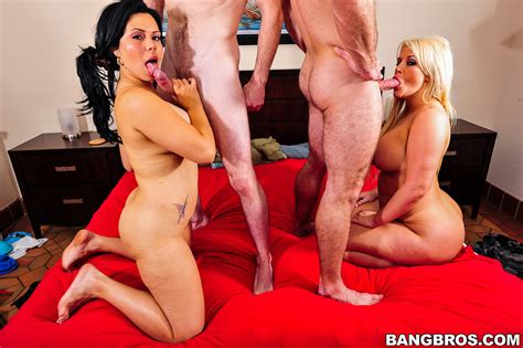 Hot Fuck Milf Bitches Making Out And Screwed Photos Julie
