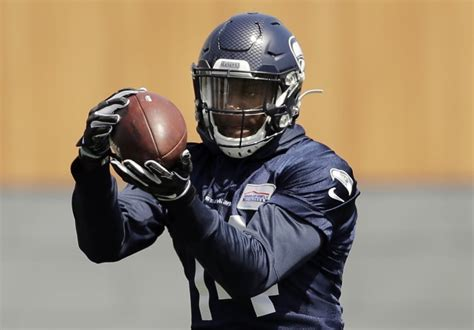 doesnt  long  metcalf  stand   seahawks