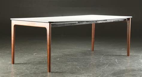skovby design tafel  walnoot frame met witgelamineerd blad